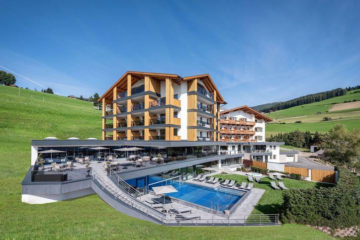 hotel-edelweiss-01.jpg