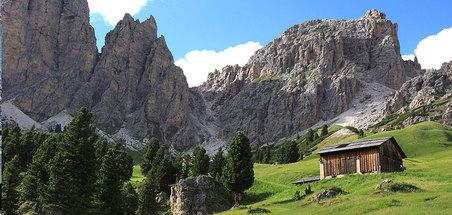 Sellajoch (2121m) mit den Cirspiten (2591m)